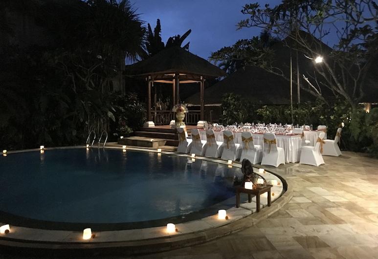 Sama's Cottages and Villas, Ubud, Vakarienės lauke