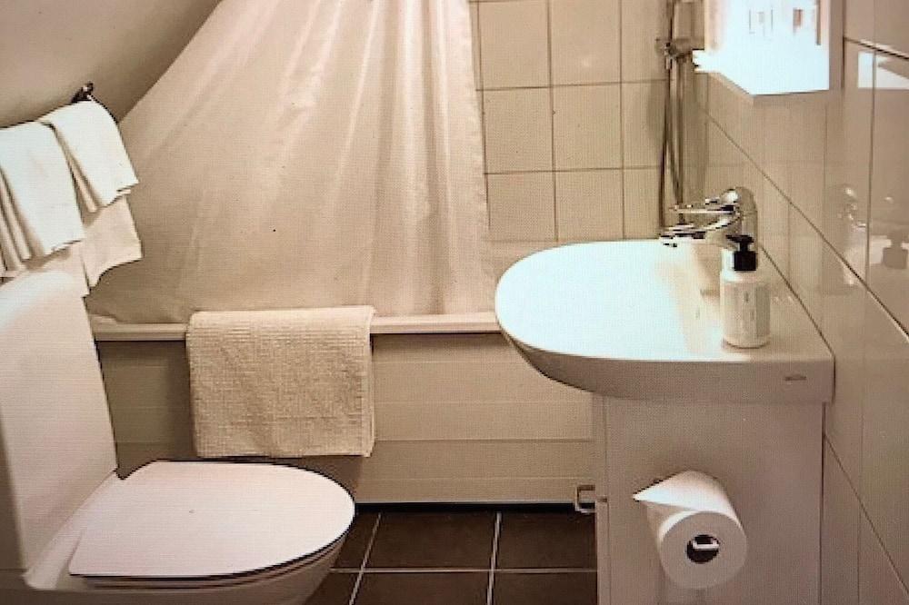 基本雙人房, 浴缸 (6) - 浴室