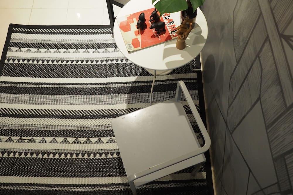 Comfort Quadruple Room, Multiple Beds - Living Area
