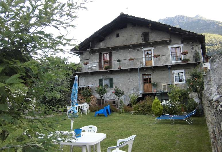 La Casa Antica, Pont-Saint-Martin, Taman