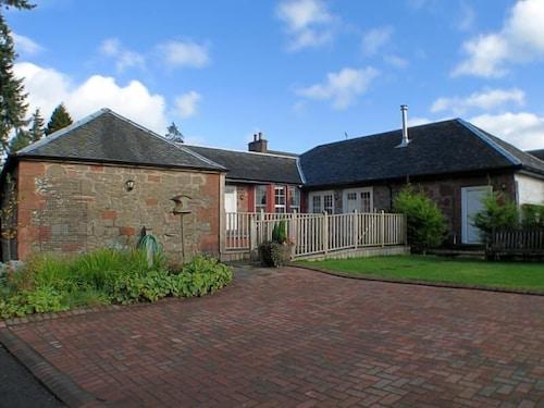 Auchendennan Farm Cottage Alexandria
