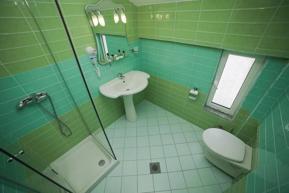 Kamar Triple, pemandangan laut - Kamar mandi