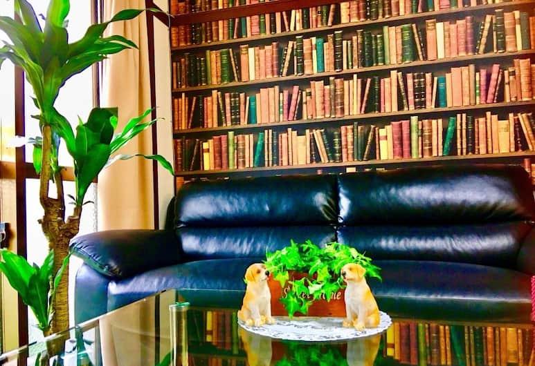 KY Apartment, Naha, Bibliothek