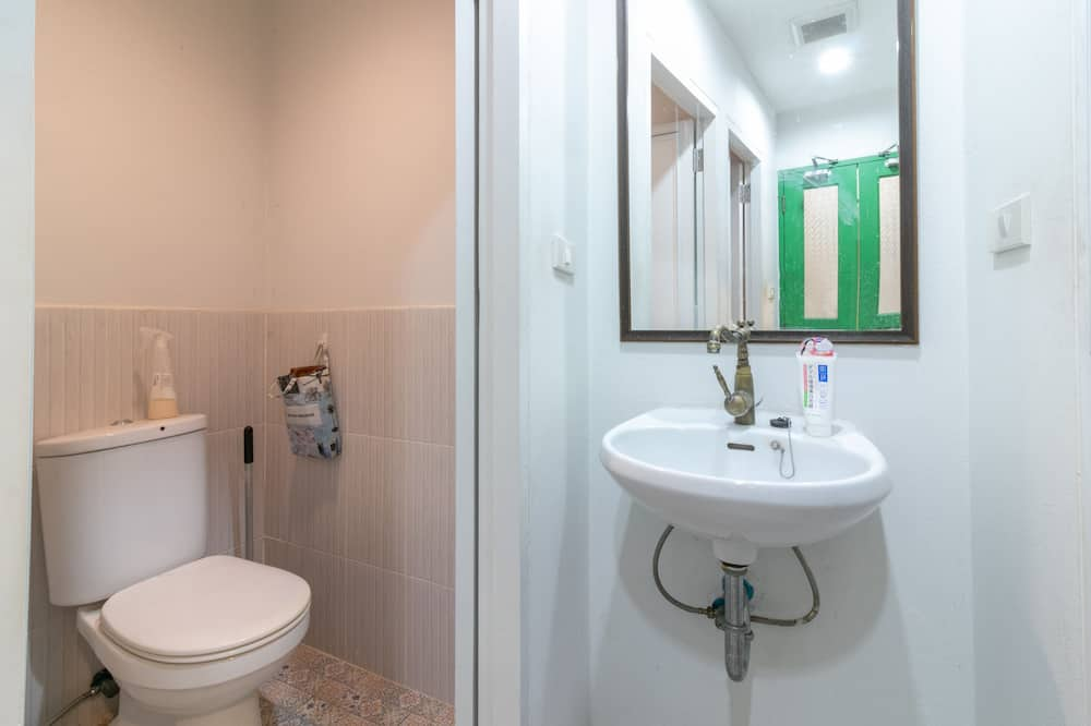 Shared Dormitory - Female Only - Bathroom