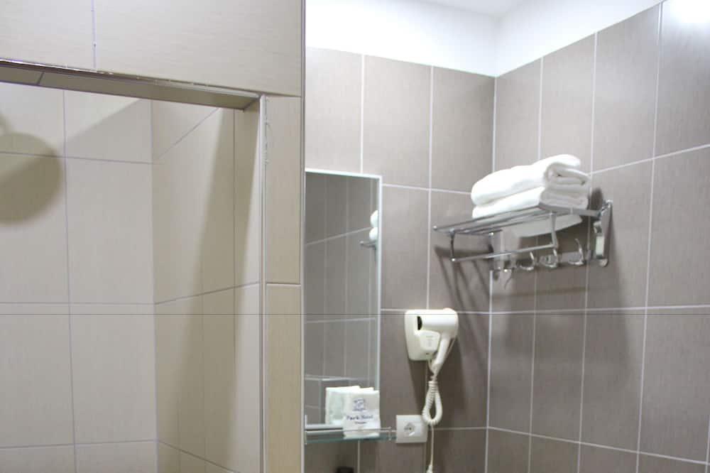 Deluxe Single Room, 1 King Bed, Smoking - Bathroom