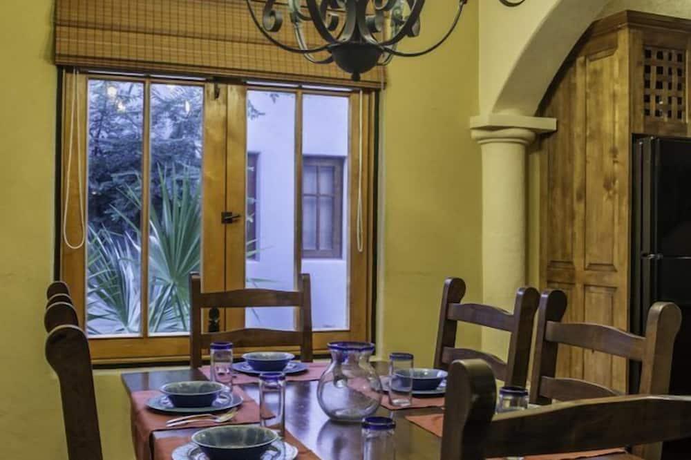 Familievilla - 2 soveværelser - Spisning på værelset