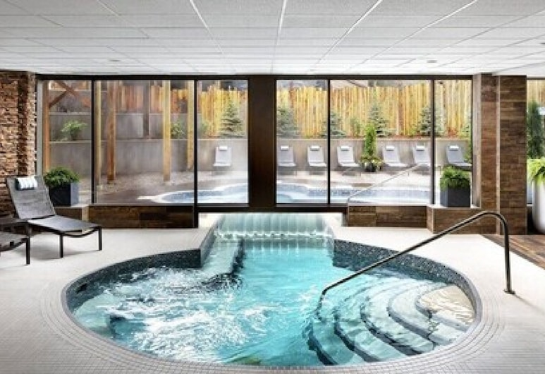 Crosswaters Resort at Kananaskis, Kananaskis, Outdoor Spa Tub