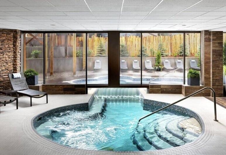 Crosswaters Resort at Kananaskis, Kananaskis, Outdoor Spa Tub