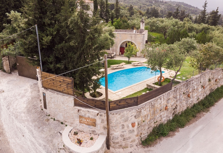 Villa Aloni-traditional Stone Villa With Nice View,pool and Garden, Апокоронас