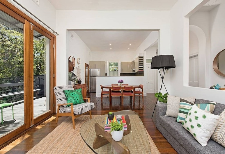 Historic 1890s House With Terraced Backyard Deck H346 , Annandale