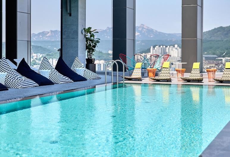 洛特 L7 弘大飯店, Seoul, 室內/室外游泳池