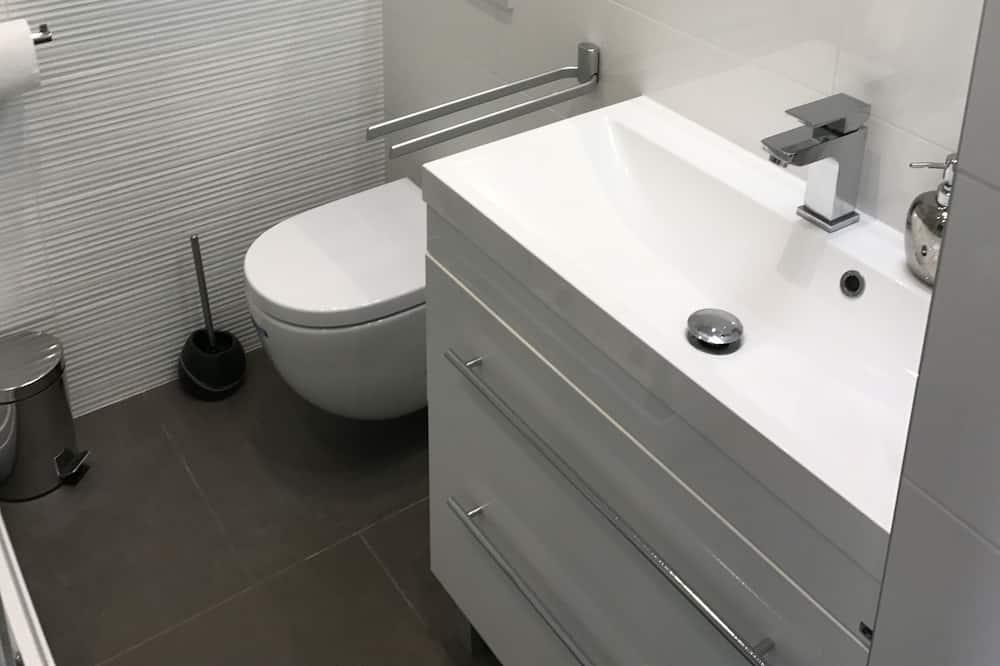 Danube Corso Boutique Apartment - Bathroom