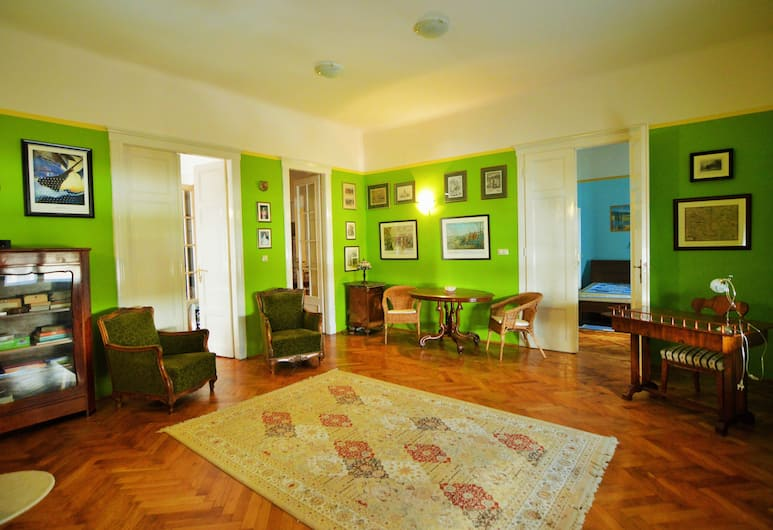 Dfive Apartments - Margharet, Budapeszt, Family Apartment at Margharet Island, Salon