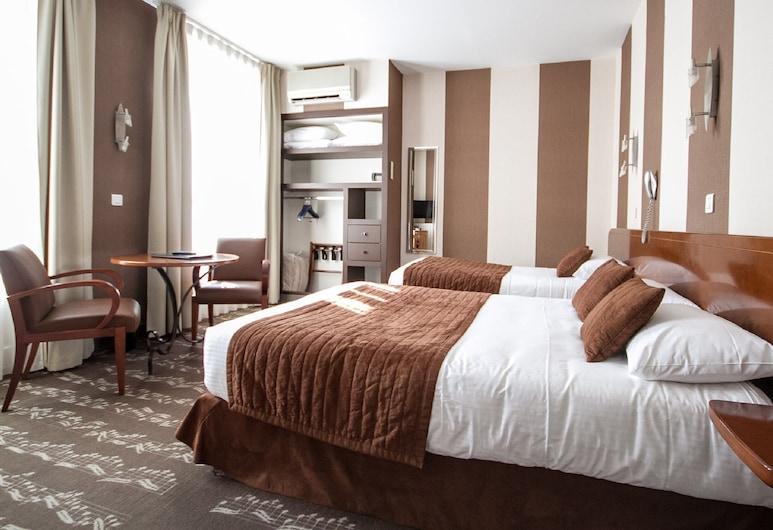 Hôtel Majestic, Bordeaux, Family Quadruple Room, Guest Room