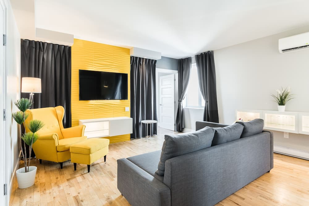 City Suite, 1 Queen Bed with Sofa bed, Non Smoking, City View - Living Area