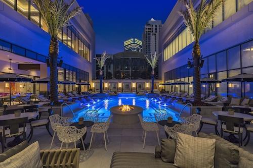 โรงแรมเดอะโพสต์โอ๊ค