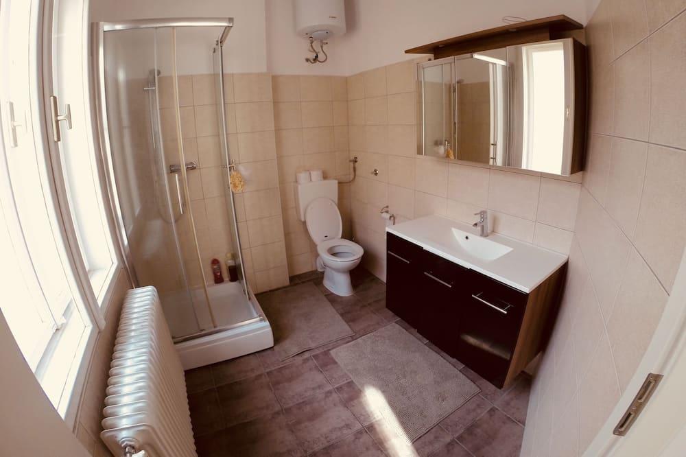 Basic Studio, 2 Queen Beds, Private Bathroom - Bathroom