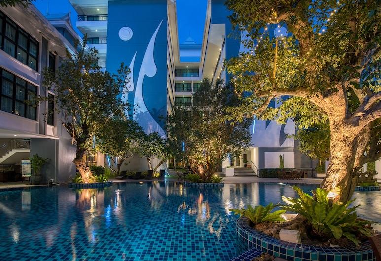 Bay Beach Resort, Pattaya, Outdoor Pool