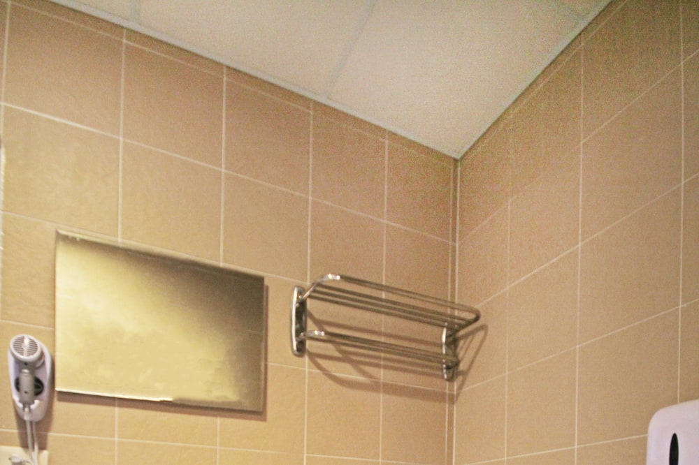 Standard Triple Room, Private Bathroom - Bathroom