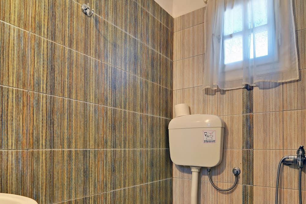 Superior Studio, 3 Single Beds - Bathroom
