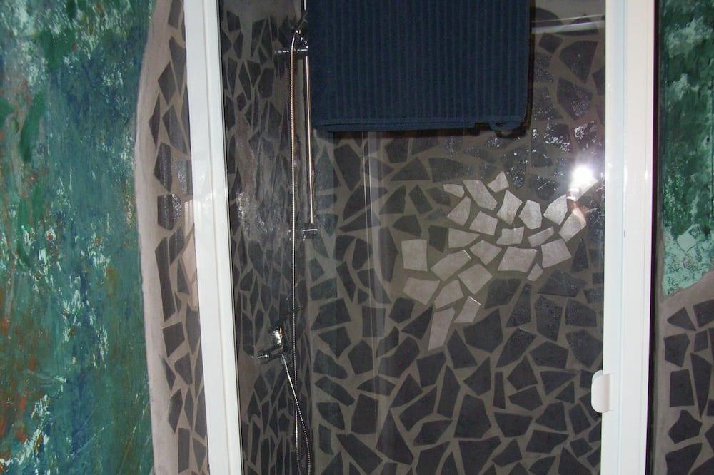 Tuš u kupaonici