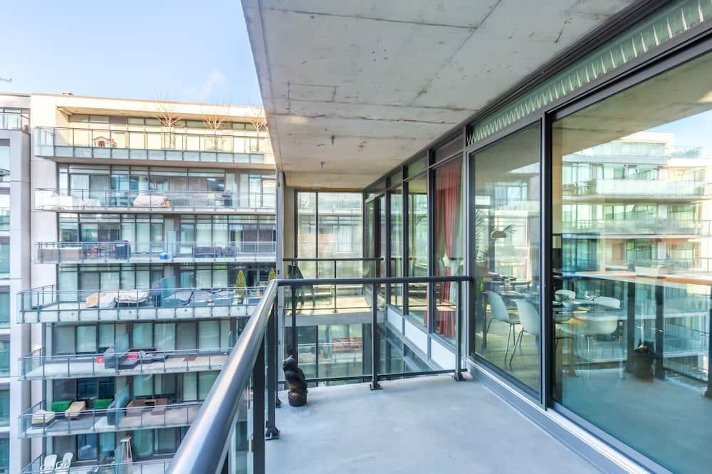 Executive Condo, 1 Bedroom, Courtyard Area - Balcony