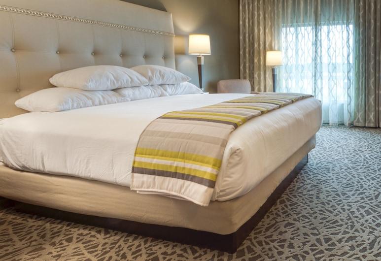 Drury Inn & Suites Huntsville at the Space & Rocket Center, Huntsville, Suite, 1 King Bed, Refrigerator & Microwave (2 rooms, Sofa Bed), Guest Room