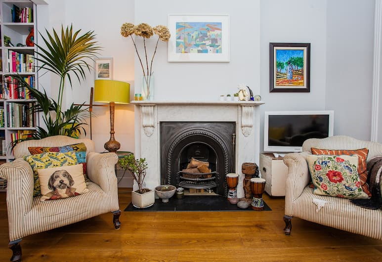 Stunning Stylish 3 Bed House in Fantastic Location, London
