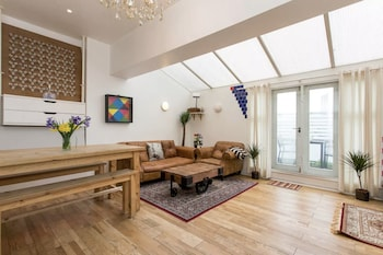 Picture of Bright & Spacious 2 Bed w/ Terrace near City Centre in London