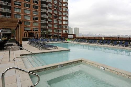 Skyview Luxury Suites New York City Jersey City Hotels Com