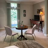 Luxury Room (Temperance Suite) - Living Area