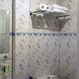 Deluxe Room, Balcony - Bathroom