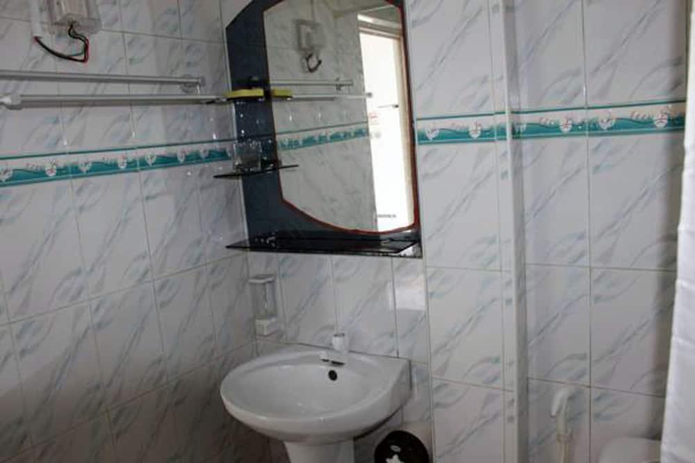 Deluxe Double or Twin Room, Beachfront - Bathroom