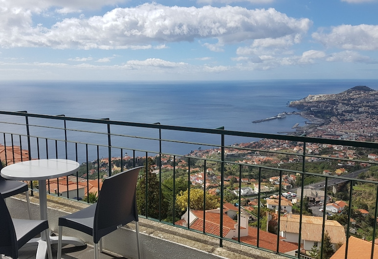 MADEIRA HAPPY HOSTEL, Funchal, Shared Dormitory, Mixed Dorm, Private Bathroom, Sea View (4 Guests), Balcony