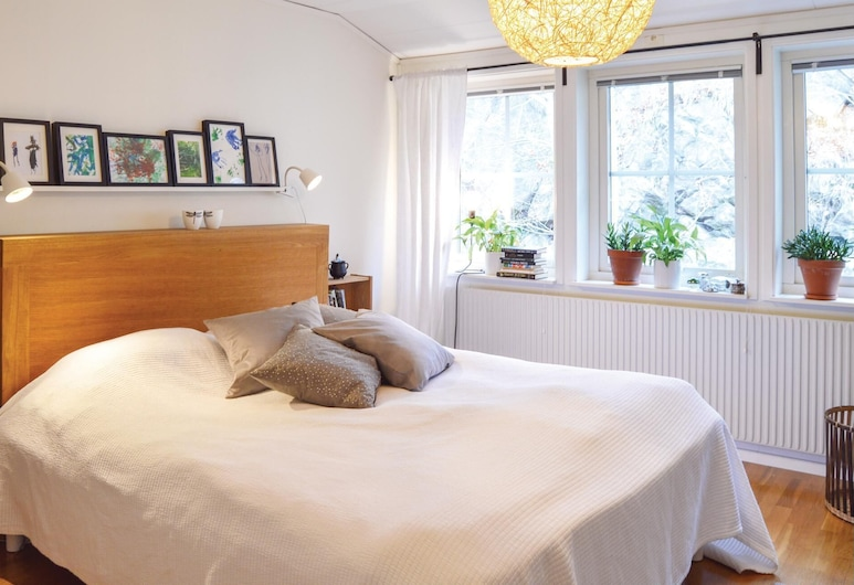 3 Bedroom Accommodation in Nacka Strand, ناكا