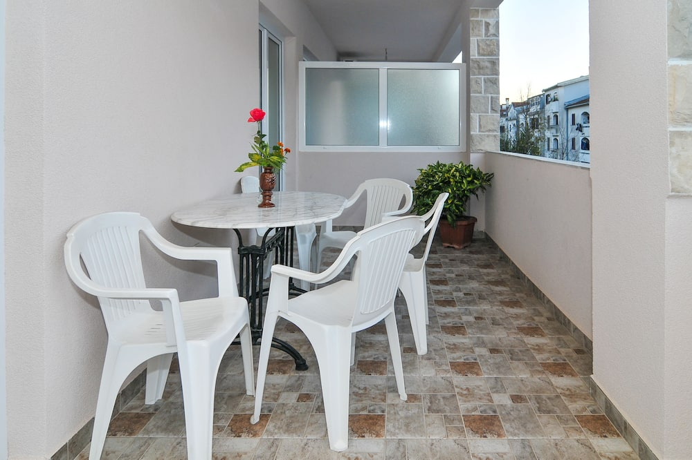 Apartmán, 1 ložnice, výhled do zahrady, orientovaný směrem na hory - Balkón