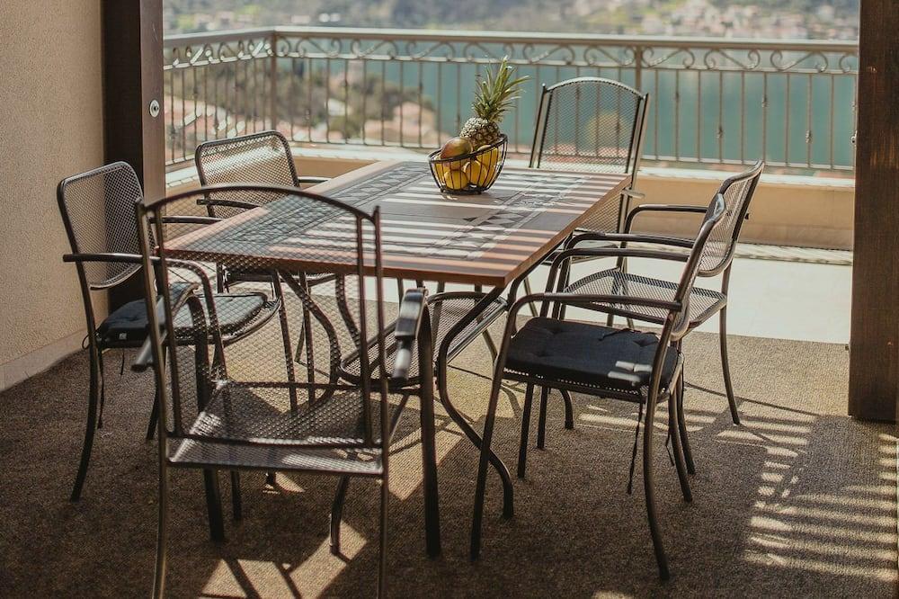 Paaugstināta komforta dzīvokļnumurs, trīs guļamistabas, vannasistaba numurā, skats uz jūru - Balkons