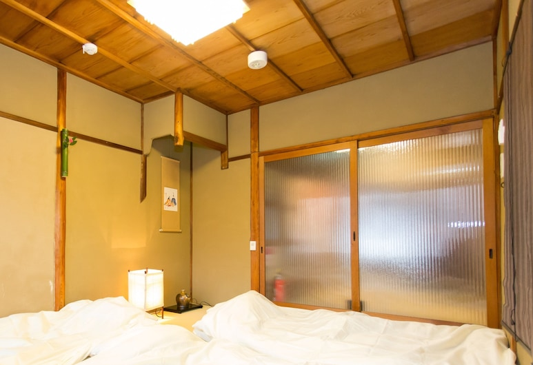 Guest House Kyorakuya Kinkakuji, Kyoto, Private Vacation Home (for 8 People), Guest Room