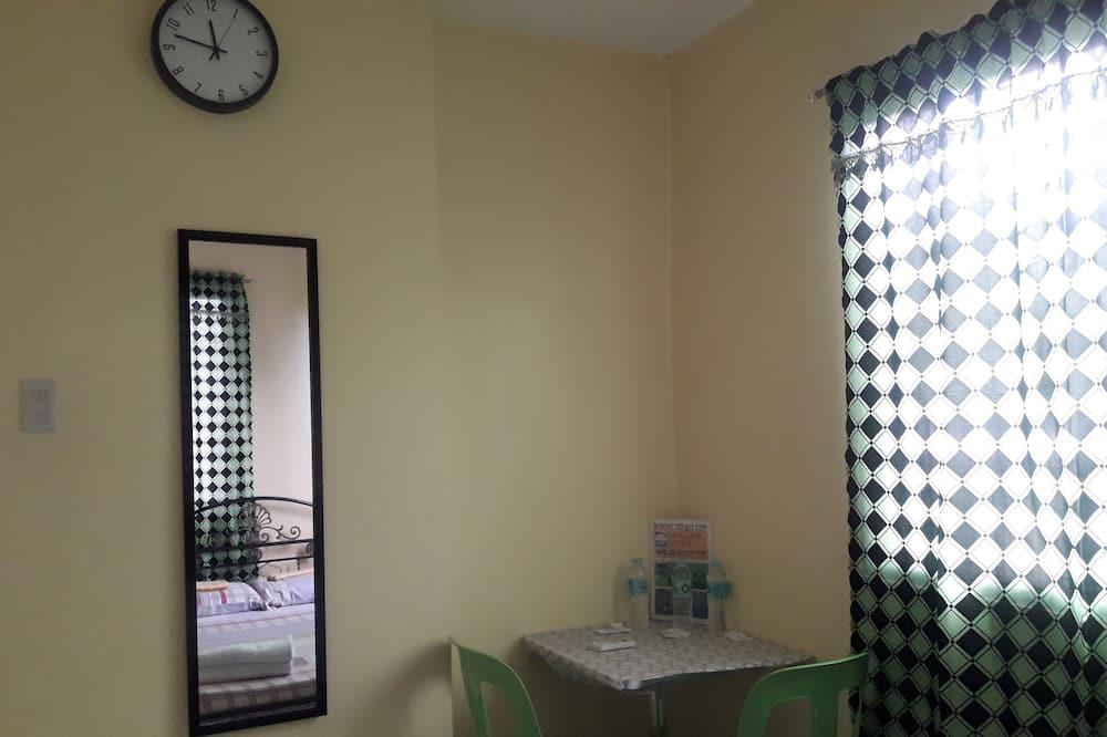 豪華雙人房, 共用浴室 - 客房餐飲服務