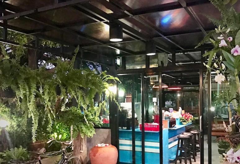 Baanpermsook, Pak Kret, Hotel Bar