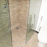 Chambre Double, 1 très grand lit - Salle de bain