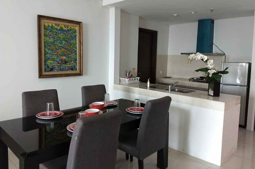 Apartamento Business, 3 habitaciones, balcón, vistas a la ciudad - Comida en la habitación