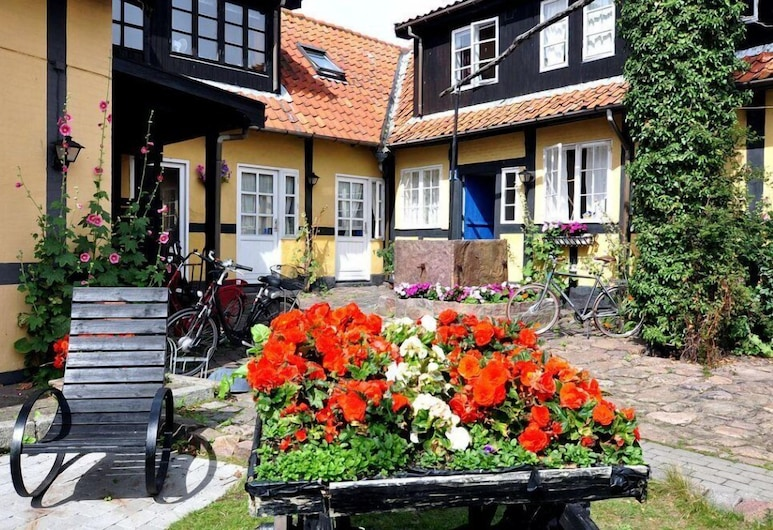 Pension Slægtsgaarden, Allinge, Courtyard