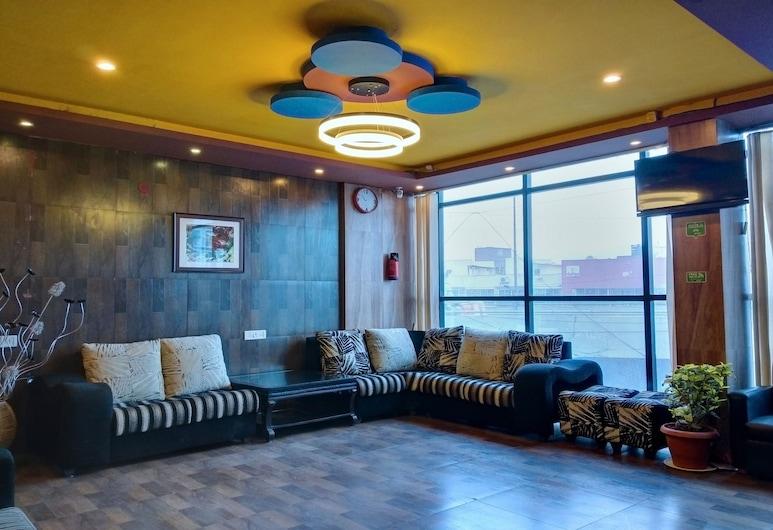 OYO 10335 Platinum Hotel, Bengaluru, Sittområde i lobbyn