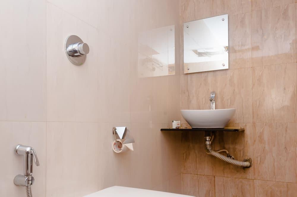 Номер «Делюкс» (1 двоспальне або 2 односпальних ліжка), 1 ліжко «кінг-сайз» - Ванна кімната