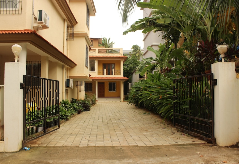 OYO 9218 Home Duplex 4 BHK Villa Candolim, Calangute, Property Grounds