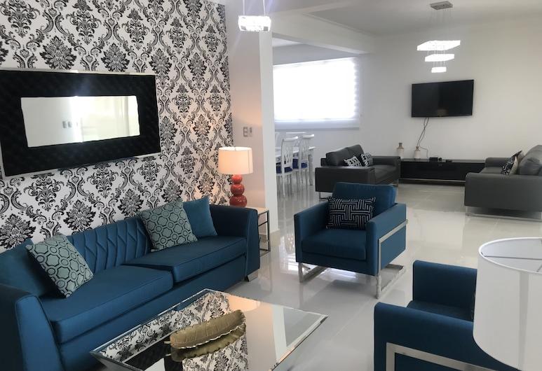 3 Bedroom Apartment at Verdana Residence, Puñal
