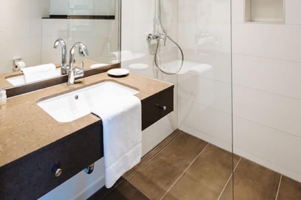Standardní pokoj s dvojlůžkem, bezbariérový přístup, nekuřácký - Koupelna
