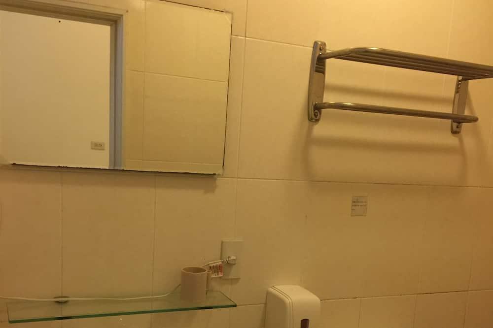 Six-person room - Bathroom