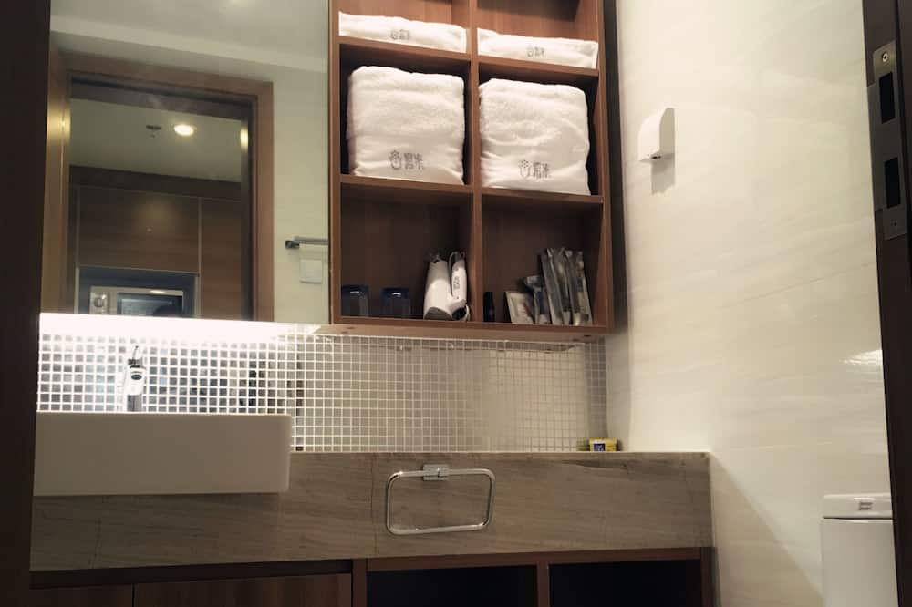Deluxe Suite, Sea View - Bathroom